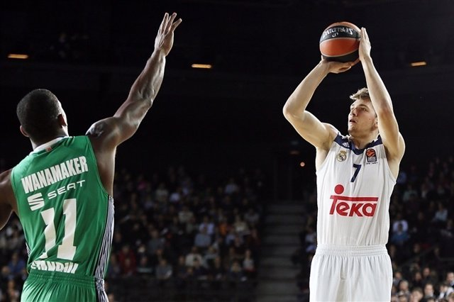 Doncic (Real Madrid) y Wanamaker (Darussafaka)