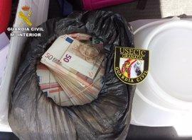Sorprendido con 600.000 euros en el maletero en un control de carretera en Granada