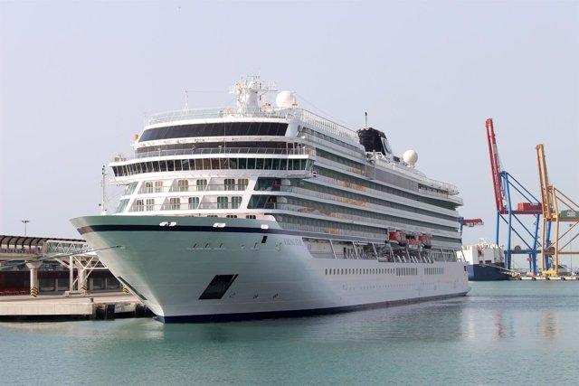 Crucero viking star málaga barco turismo puerto agua contenedores pasajerso