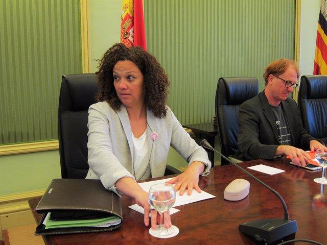 Catalina Cladera en una comisión parlamentaria