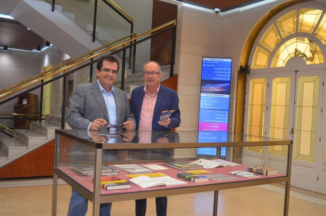 Los expositores del Palacio Provincial homenajean a Naveros y Antonio de Torres.
