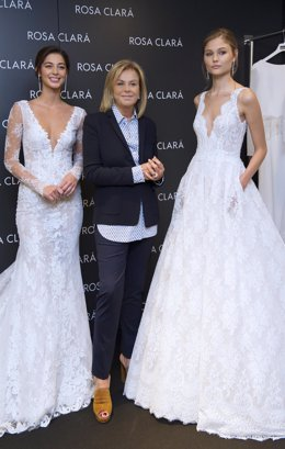 Rosa Clará con modelos nupciales de la colección 2018