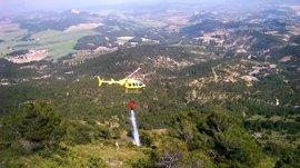 Bomberos extinguen el incendio forestal provocado en Caravaca por la caída de un rayo