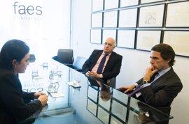 Aznar se reúne con la mujer del preso político venezolano Yon Goicoechea, retenido desde hace ocho meses