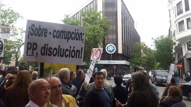 Protesta frente a la sede del PP por la corrupción