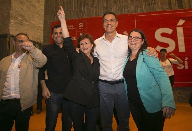 Pedro Sánchez en Córdoba con Carmen Calvo (a su dcha.)