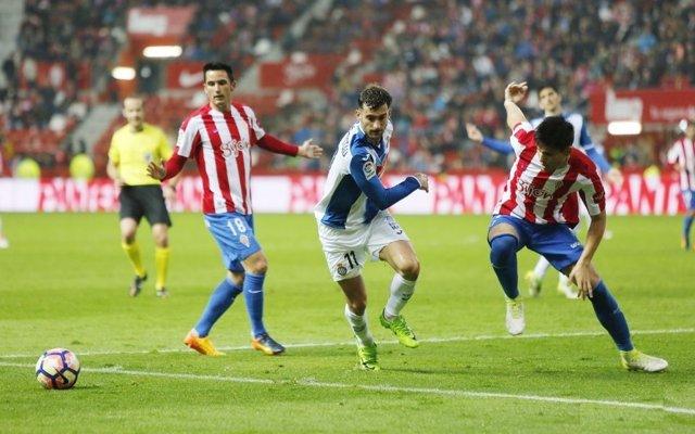 Sporting y Espanyol en El Molinón