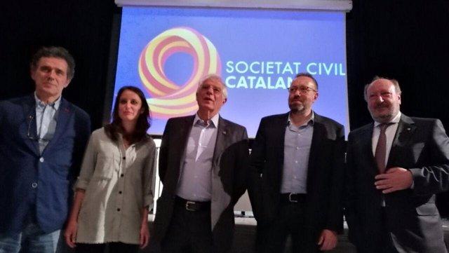 Participantes en el acto de SCC