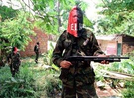 la guerrilla colombiana del ELN libera a dos rehenes