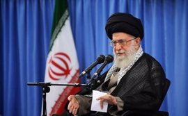 """Jamenei pide a los candidatos presidenciales que """"no miren más allá de las fronteras"""" para hacer crecer Irán"""