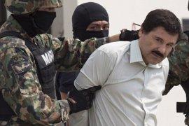 Ted Cruz propone una ley para que se pague el muro en la frontera con México con dinero de 'El Chapo'