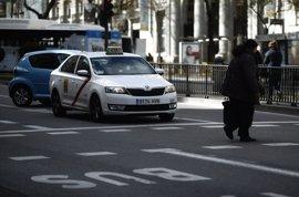 """Convocan este miércoles un paro de dos horas para taxistas ante la """"competencia desleal"""" de las VTC"""