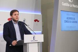 """CLM cree que Hacienda """"reconoce que se equivocó"""" cuando negó a los funcionarios las 35 horas"""