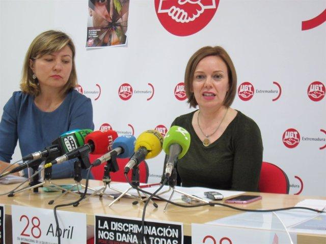 María José Ladera, acompañada, a su izquierda, por Ana Amaro