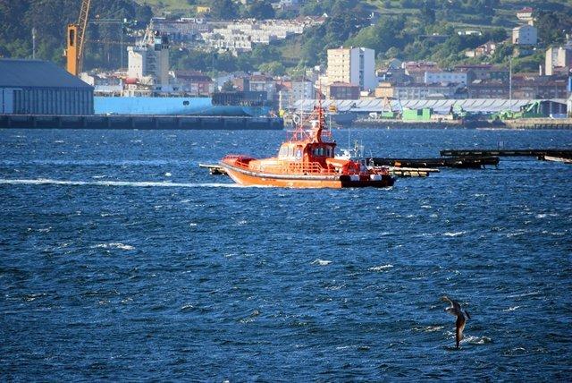 Buscan al patrón de un pesquero hundido en la Ría de Pontevedra