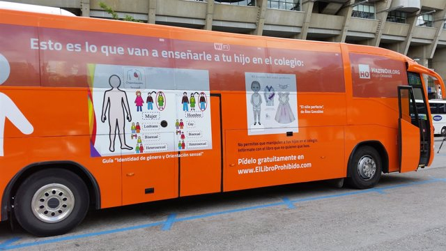 """Nuevo autobús fletado por Hazte Oír contra las leyes de """"adoctrinamiento sexual"""""""