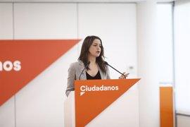 """Arrimadas dice que el Gobierno catalán se cree """"amo de los funcionarios"""" y """"propietario del Parlament"""""""