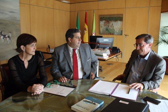 Reunión entre la Diputación y el Colegio de Procuradores