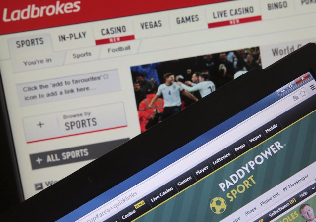 Foto de las páginas web de apuestas deportivas Ladbrokes y PaddyPowers