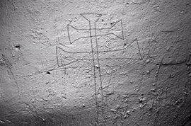 Descubren grabados en las paredes de los antiguos calabozos del Ayuntamiento de Picón