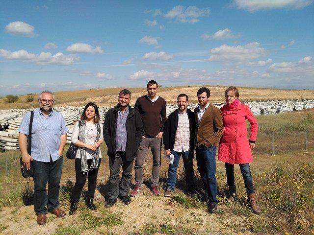 Imagen de la visita de los diputados de Podemos