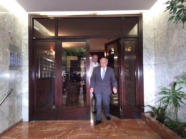 El expte.Jordi Pujol sale de su despacho en Barcelona