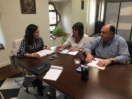 La Junta y la nueva secretaria provincial de CCOO analizan la situación laboral de Córdoba