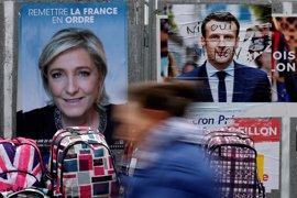 Le Pen se presenta en una fábrica en huelga para cargar políticamente contra Macron