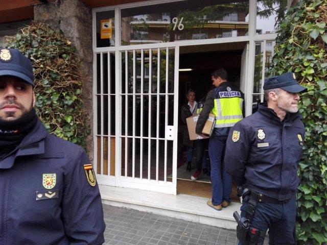 Registro policial en el piso del expte.De la Generalitat Jordi Pujol