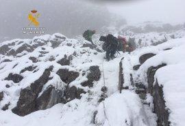 Se suspende al anochecer el rescate de los cuerpos de los montañeros, que continuará mañana