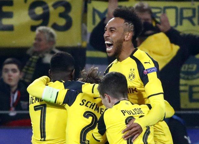 Aubameyang ajusticia al Benfica y mete al Dortmund en cuartos