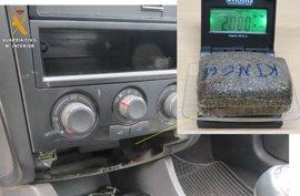 Dos detenidos cuando circulaban a la altura de Jerez de los Caballeros con 200 gramos de hachís