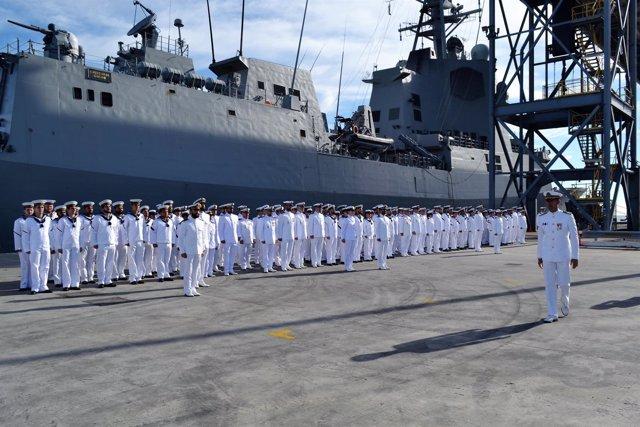 Dotación de la fragata 'Cristóbal Colón' en el 'ANZAC day'