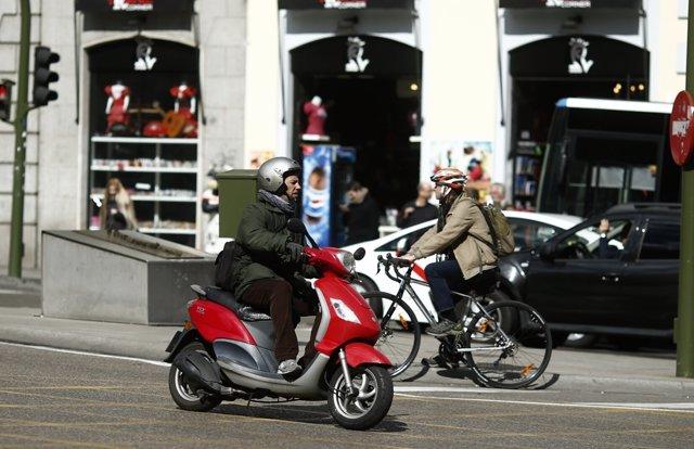 Tráfico, circulación, coches, moto, motos, motocicleta, bicicleta, bici