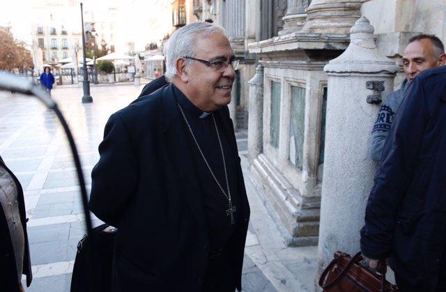 El arzobispo de Granada llega a los juzgados para declarar en el caso Romanones