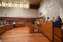 Estudiantes del IES Rodríguez Moñino de Badajoz recrean en la Asamblea un pleno sobre políticas de ámbito europeo