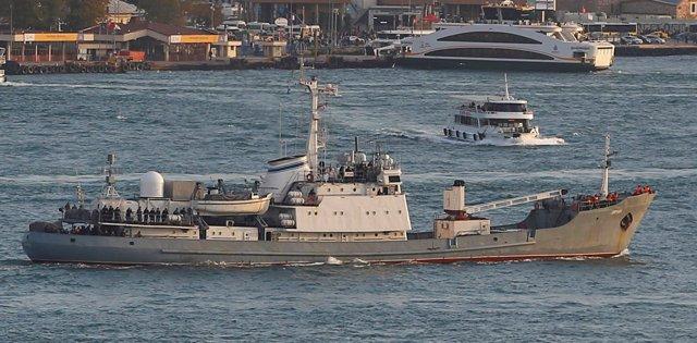 El buque científico de la Armada rusa 'Liman' antes de colisionar y hundirse