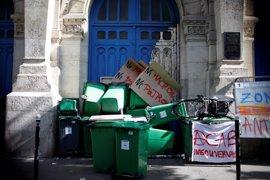 Una veintena de institutos parisinos, bloqueados en protesta contra Macron y Le Pen