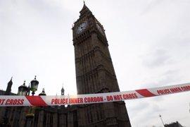 Detenido un hombre sospechoso de terrorismo en las inmediaciones del Parlamento en Londres