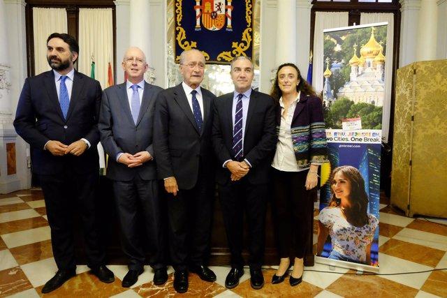 Presentación conexión málaga israel el al alcalde ayuntamineto