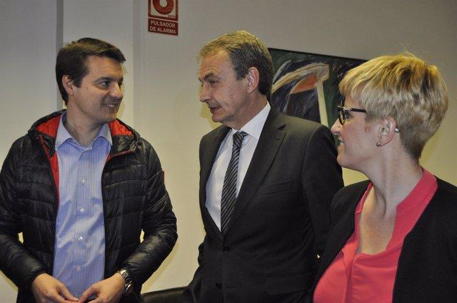 Rodríguez Zapatero y Óscar Galeano, en la sede del PSOE en Zaragoza