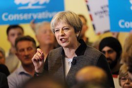 May destaca la eficacia de las fuerzas británicas tras la detención de un hombre armado cerca de Westminster