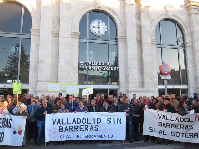 Manifestación A La Puerta De La Estación