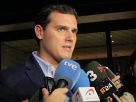"""Rivera ve """"muy poco serio"""" plantear ahora la moción de censura a Rajoy"""