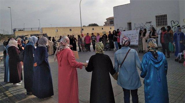 Mujeres se concentran por el deterioro de El Puche