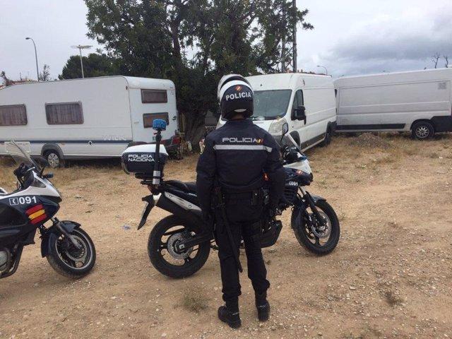 Un agente ante las caravanas