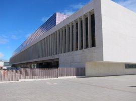 Las Cortes acaparan casi 294.000 euros de los 493.000 asignados al Parlamento y a las instituciones propias