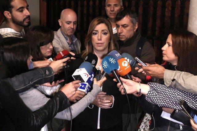 Susana Díaz atiende a periodistas antes del Desayuno de Europa Press Andalucía