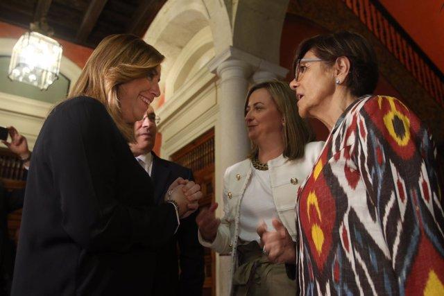 Susana Díaz charla con la presidenta del parlamento murciano, Rosa Peñalver