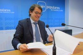 Fernández Mañueco ve las mociones de Podemos como un problema entre la izquierda que pide no trasladar a la sociedad